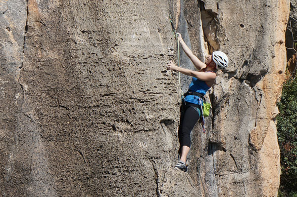 Tracy Wilson enjoying the pockets on Morron y Cuenta Nueva, Village Crags, Siurana.